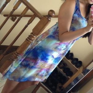 LIKE NEW Stunning high low style printed dress